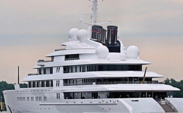 actualit s nautisme l 39 azzam le plus grand yacht du monde. Black Bedroom Furniture Sets. Home Design Ideas