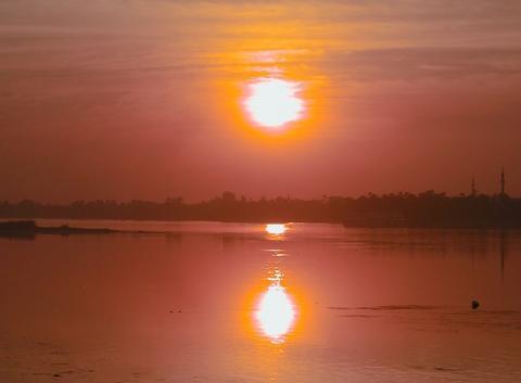 Soleil couchant sur le lac Nasser