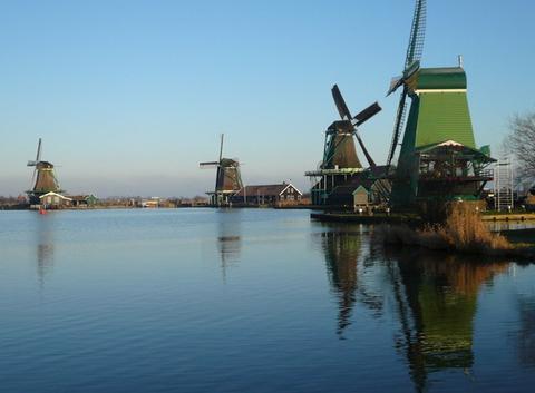 Moulins des Pays-Bas au matin