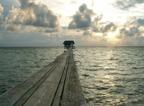 Lever de soleil sur Ahe (Tuamotu)