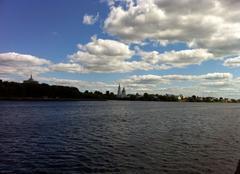 Nuages Tver Soleil et nuages, au bord de la Volga