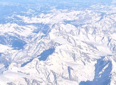 Les Alpes Suisses vus du ciel