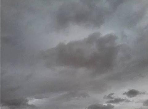 Très nuageux