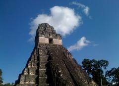 Nuages Tikal Temple Maya