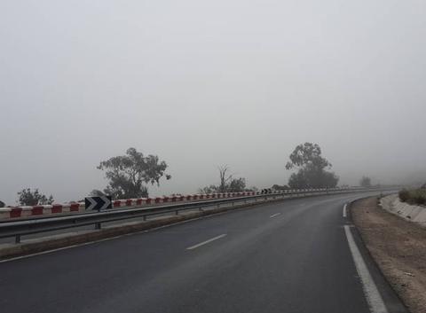 Le brouillard est au rendez vous au niveau des grandes bosses (guerbouss) -région d'ahfir-