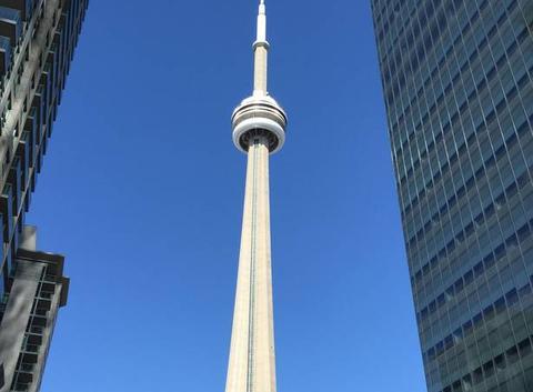 Ciel bleu sur cn tower