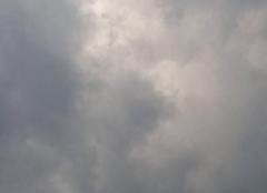 Ciel orageux au dessus de vincey avec vent fort