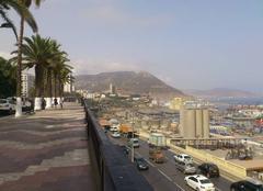 Chaleur Oran Oran, le front de mer la voie express et le Murdjajdo.