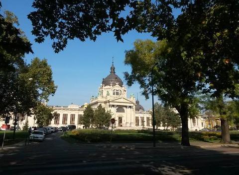 Thermes de sczechenyi en automne