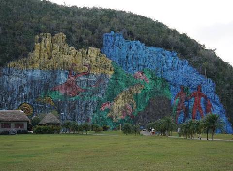 Site préhistorique de Mural de la Préhistoire près de Vinales....ou une vision de nos origines.