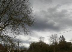 Ciel d'avril orageux