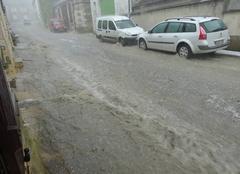 Orage Poilly-sur-Serein 89310  la rue d'en bas un petit torrent