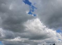 Gros nuage gris