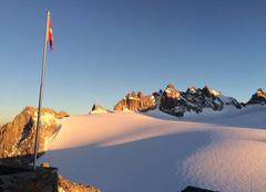 Neige Trient Coucher de soleil en montagne