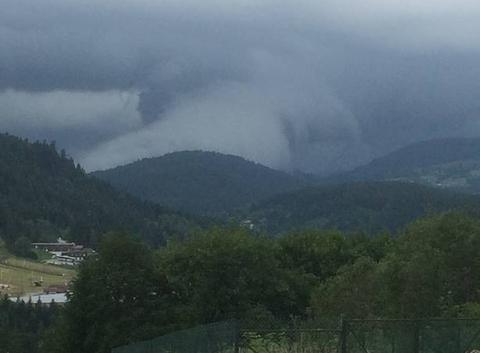 Nuage arrivant sur G�rardmer, Vosges
