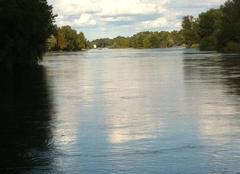 La Loire , fleuve et nuages