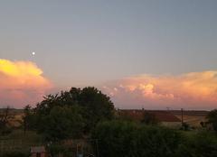 Ciel Morancourt 52110 La lune les nuages et le coucher de soleil