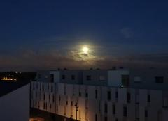 Pleine lune lumineuse au petit matin 6h21