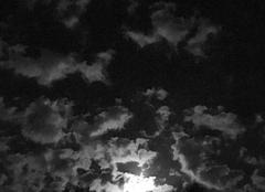 Pleine lune nébuleuse