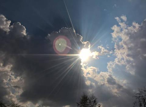 Tr�s beau nuage avec le soleil