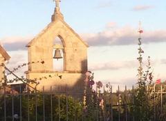 Coucher de soleil sur le clocher de La Chapelle de Crocq