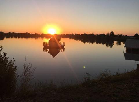 Cabanes sur l'eau et levé de soleil Varanges 21110