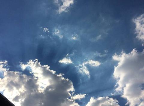 Rayons à travers les nuages