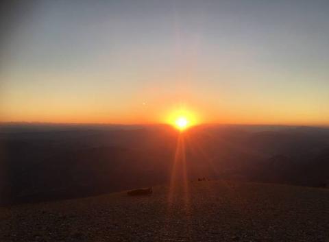 Lever de soleil sur le Mont -Ventoux