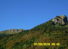 Vue sur le Roc du Merle et du Roc de Ombres,
