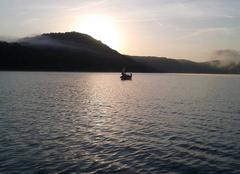 Levé du soleil sur le lac de Chalain (39)