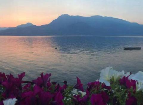 Coucher de soleil sur le lac