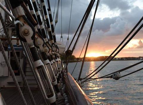 Couch� du soleil a bord du bateau par david steffen