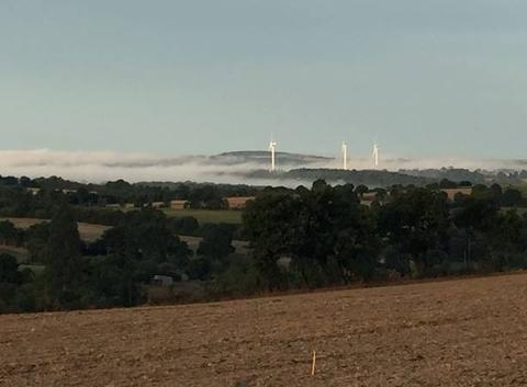 Nuages bas sur les hauteurs du Nord Mayenne