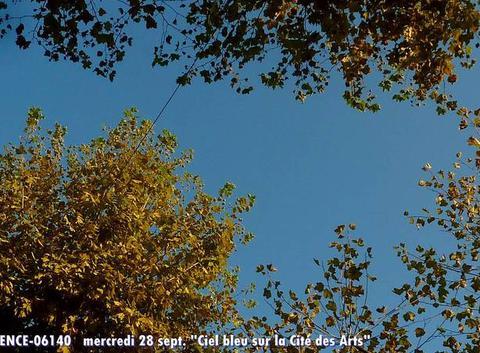 Ciel bleu sur Cit� des Arts