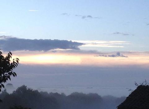 Brouillard et levé du soleil