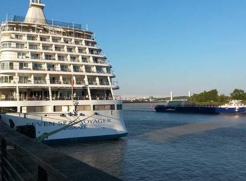 A Bordeaux, ciel, fleuve et bateaux