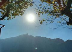 Soleil d'octobre sur le lac du Bourget et la dent du chat.