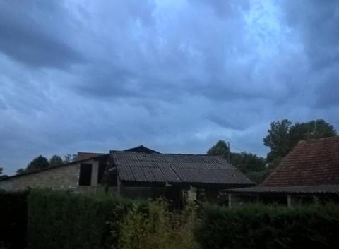 Nuageux orageux venteux ouest aveyron martiel