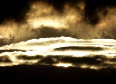Coucher de soleil � travers les nuages