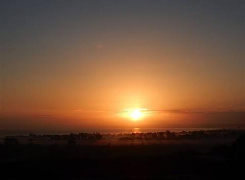 Lever du soleil sur la baie du Mt St Michel