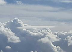 Joli nuage à bel air