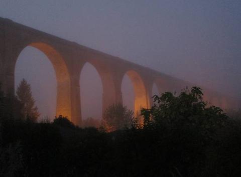 Brouillard matinal au viaduc du BLANC (Indre).