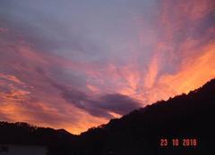 Lever de soleil sur Itxassou en Pays Basque