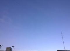 Peu nuageux.