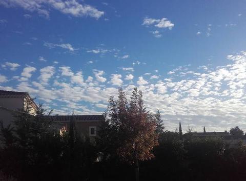 Dr�le de nuages