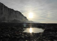 Déclin du soleil sur la plage d'Etigues