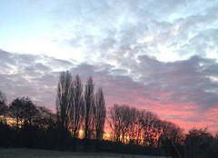 Le soleil se lève en Normandie un matin d'hiver