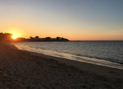 Coucher de soleil sur la plage du Vieil...