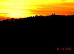Coucher de soleil sur la colline.