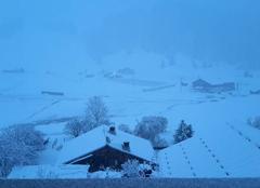 Premiere neige a Sommand a 1.500m ce matin au reveil (74440 Mieussy)